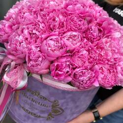 The story of peonies in a bouquet full of emotion💗🌸 Order🌐: www.buchetino.ro Call ☎️: 0720701701 Shop🏠: B-dul Mircea Voda 34, Bucuresti Shop🏠: B-dul Mamaia 62; Constanta ———- ———- #livramflori #giftideas #luxuryflowersboxes #deliveryflowers #heartroses #boquete #luxurygifts #luxuryflorist #naturalflowers #buchetino #luxuryflowersboutique #boutiquegiftshop #buchetinodesign #boutiquegiftshop #cadouridelux #cutiicuflori #florideprimavara #queenofluxuryflowers #poeny #poenyseason