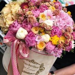 Monday colors, the queen of luxury flowers🧡  Order🌐: www.buchetino.ro Call ☎️: 0720701701 Shop🏠: B-dul Mircea Voda 34, Bucuresti Shop🏠: B-dul Mamaia 62; Constanta