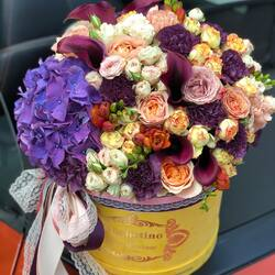 October emotions in a colorful floral arrangement🍁  Order🌐: www.buchetino.ro Call ☎️: 0720701701 Shop🏠: B-dul Mircea Voda 34, Bucuresti Shop🏠: B-dul Mamaia 62; Constanta  ______ ______  #livramflori #giftideas #luxuryflowersboxes #deliveryflowers #heartroses #boquete #luxurygifts #luxuryflorist #naturalflowers #buchetino #luxuryflowersboutique #boutiquegiftshop #buchetinodesign #boutiquegiftshop #cadouridelux #cutiicuflori #autumnvibes #queenofluxuryflowers #autumnflowers #buchetinolondon