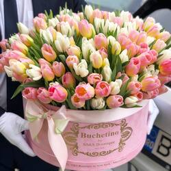 Spring perfume in a huge bouquet of tulips, perfect for women's day🤍💗