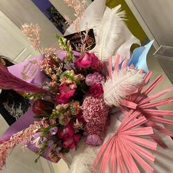 The new collection of huge bouquets with luxury flowers signed Buchetino🤍  Order🌐: www.buchetino.ro Call ☎️: 0720701701 Shop🏠: B-dul Mircea Voda 34, Bucuresti Shop🏠: B-dul Mamaia 62; Constanta _____[ ______  #livramflori #giftideas #luxuryflowersboxes #deliveryflowers #heartroses #boquete #luxurygifts #luxuryflorist #naturalflowers #buchetino #luxuryflowersboutique #boutiquegiftshop #buchetinodesign #boutiquegiftshop #cadouridelux #cutiicuflori #summervibes #luxurybouquet #queenofluxuryflowers #luxuryflorist