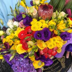 October emotions in a luxury bouquet of flowers Buchetino🍁💜 Order🌐: www.buchetino.ro Call ☎️: 0720701701 Shop🏠: Mircea Voda 34  #livramflori #giftideas #luxuryflowersboxes #deliveryflowers #heartroses #boquete #luxurygifts #luxuryflorist #tulips #naturalflowers #buchetino #luxuryflowersboutique #boutiquegiftshop #buchetinodesign #boutiquegiftshop #cadouridelux #cutiicutrandafiri