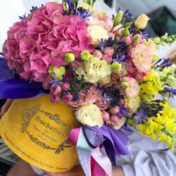 July emotions in a luxury bouquet of flowers Buchetino❤️ Order🌐: www.buchetino.ro Call ☎️: 0720701701 Shop🏠: Mircea Voda 34 ——- ——-  #livramflori #giftideas #luxuryflowersboxes #deliveryflowers #heartroses #boquete #luxurygifts #luxuryflorist #naturalflowers #buchetino #luxuryflowersboutique #boutiquegiftshop #buchetinodesign #boutiquegiftshop #cadouridelux #cutiicuflori #summervibes #queenofluxuryflowers #poeny #bouquet #luxurybouquets