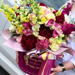 July emotions in a luxury bouquet of flowers Buchetino❤️ Order🌐: www.buchetino.ro Call ☎️: 0720701701 Shop🏠: Mircea Voda 34 ———- ———-  #livramflori #giftideas #luxuryflowersboxes #deliveryflowers #heartroses #boquete #luxurygifts #luxuryflorist #naturalflowers #buchetino #luxuryflowersboutique #boutiquegiftshop #buchetinodesign #boutiquegiftshop #cadouridelux #cutiicuflori #summervibes #queenofluxuryflowers #poeny #poenyseason