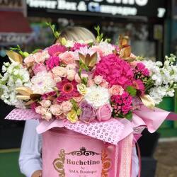 Luxury flowers for a beautiful lady💝🌸  Order🌐: www.buchetino.ro Call ☎️: 0720701701 Shop🏠: B-dul Mircea Voda 34, Bucuresti Shop🏠: B-dul Mamaia 62; Constanta  ______ ______  #livramflori #giftideas #luxuryflowersboxes #deliveryflowers #heartroses #boquete #luxurygifts #luxuryflorist #naturalflowers #buchetino #luxuryflowersboutique #boutiquegiftshop #buchetinodesign #boutiquegiftshop #cadouridelux #cutiicuflori #autumnvibes #queenofluxuryflowers #autumnflowers #buchetinolondon