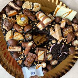 Buchetino iti da ocazia sa ii oferi iubitei tale un Tort Brownie delicios si plin de savoare! 💌 ☎️ 0732900900 🚚 LIVRAM NON STOP ORIUNDE NE CHEMI