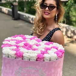 Este alegerea ta cum vrei sa o faci fericita💞 Order🌐: www.buchetino.ro Call ☎️: 0720701701 Shop🏠: B-dul Mircea Voda 34, Bucuresti Shop🏠: B-dul Mamaia 62; Constanta ——— ———  #heartbox #balloons #luxuryflowerboxes #flowerdelivery #luxurygifts #weddinggift #livramzambete #inimadintrandafiri #cutiicutrandafiri #luxuryhotels #surpriseparty #staycolorful #happylife #flowerinstagram #party #buchetinodesign #trandafiricriogenati #tortulbuchetino #armanddebrignac #buchetinoconstanta #iloveyou #marryme #buchetinoevents