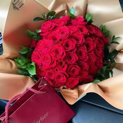Love and feelings in a bouquet of red roses❤️ Delivery flowers 24h Order🌐: www.buchetino.ro Call ☎️: 0720701701 Shop🏠: B-dul Mircea Voda 34, Bucuresti Shop🏠: B-dul Mamaia 62; Constanta ______ ______  #luxuryboquets #luxuryflowerboxes #flowerdelivery #luxurygifts #weddinggift #livramzambete #inimadintrandafiri #cutiicutrandafiri #onlineflowershop #floweroftheday #101trandafiri #loveroses #flowerdecorations #101roses #buchetinoconstanta #happylife #flowerinstagram #flowertalking #buchetinodesign #trandafiricriogenati #101redroses #roses #luxuryroses #redroses #buchetino  #queenofluxuryflowers