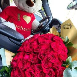 Love is not expressed in words, love is expressed in deeds❤️ Delivery flowers 24h Order🌐: www.buchetino.ro Call ☎️: 0720701701 Shop🏠: B-dul Mircea Voda 34, Bucuresti Shop🏠: B-dul Mamaia 62; Constanta ______ ______  #luxuryboquets #luxuryflowerboxes #flowerdelivery #luxurygifts #weddinggift #livramflorinonstop #cutiicutrandafiri #onlineflowershop #floweroftheday #101trandafiri #loveroses #flowerdecorations #101roses #buchetinoconstanta #happylife #flowerinstagram #flowertalking #buchetinodesign #trandafiricriogenati #101redroses #roses #luxuryroses #redroses #buchetino  #queenofluxuryflowers