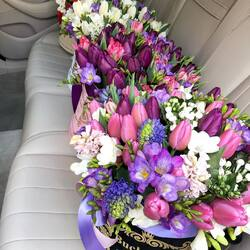 Surprise your girlfriend with a luxury bouquet of flowers Buchetino. We deliver flowers and luxury drinks non-stop.  Order🌐: www.buchetino.ro Call ☎️: 0720701701 Shop🏠: Mircea Voda 34