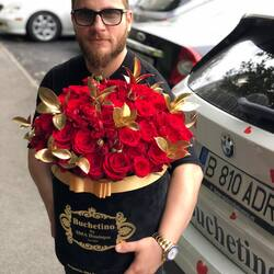 Because he loves red roses  in a luxury bouquet of flowers Buchetino🍁❤️ Order🌐: www.buchetino.ro Call ☎️: 0720701701 Shop🏠: Mircea Voda 34
