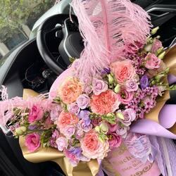 A piece from a new collection of luxury flowers for a girlfriend in love💞  Order🌐: www.buchetino.ro Call ☎️: 0720701701 Shop🏠: B-dul Mircea Voda 34, Bucuresti Shop🏠: B-dul Mamaia 62; Constanta _____ _____  #livramflori #giftideas #luxuryflowersboxes #deliveryflowers #heartroses #boquete #luxurygifts #luxuryflorist #naturalflowers #buchetino #luxurywoman #luxuryflowersboutique #boutiquegiftshop #luxurylady  #buchetinodesign #boutiquegiftshop #cadouridelux #cutiicuflori #summervibes #queenofluxuryflowers
